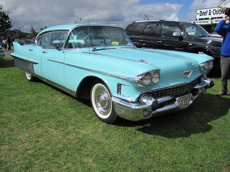 Cadillac_Sedan_deVille